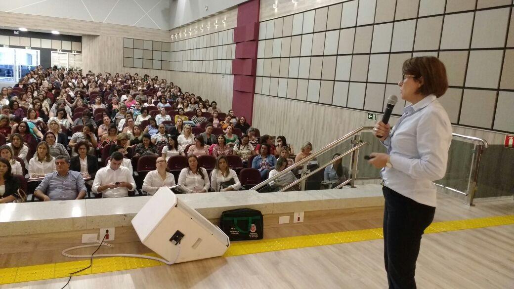 Centenas de gestores públicos e educadores da  Amusep debatem a nova Base Nacional Curricular