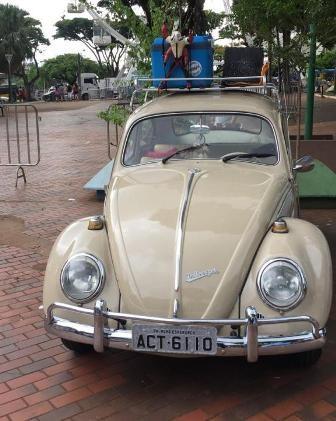 Apaixonados por carros antigos se reúnem em Maringá