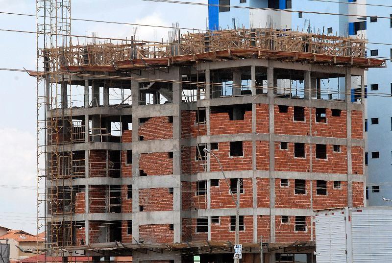 Crise no setor da construção civil está se prolongando