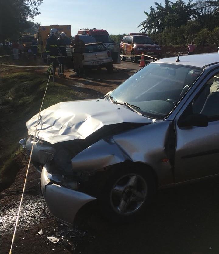 Acidente entre dois carros na PR-317 deixa sete pessoas feridas
