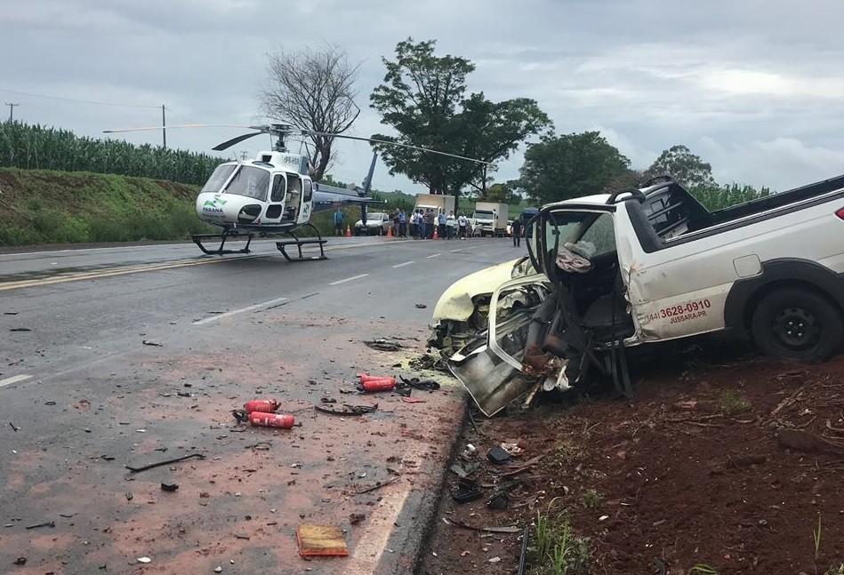 Batida entre carros deixa quatro feridos na PR-323, em Doutor Camargo