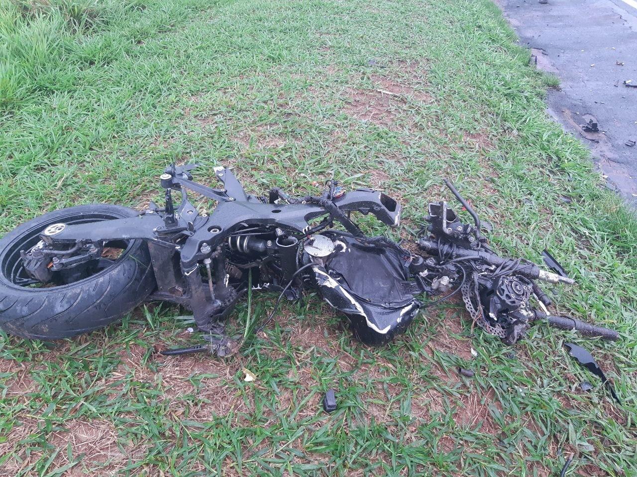 Motociclista morre após colidir contra caminhão na BR-376