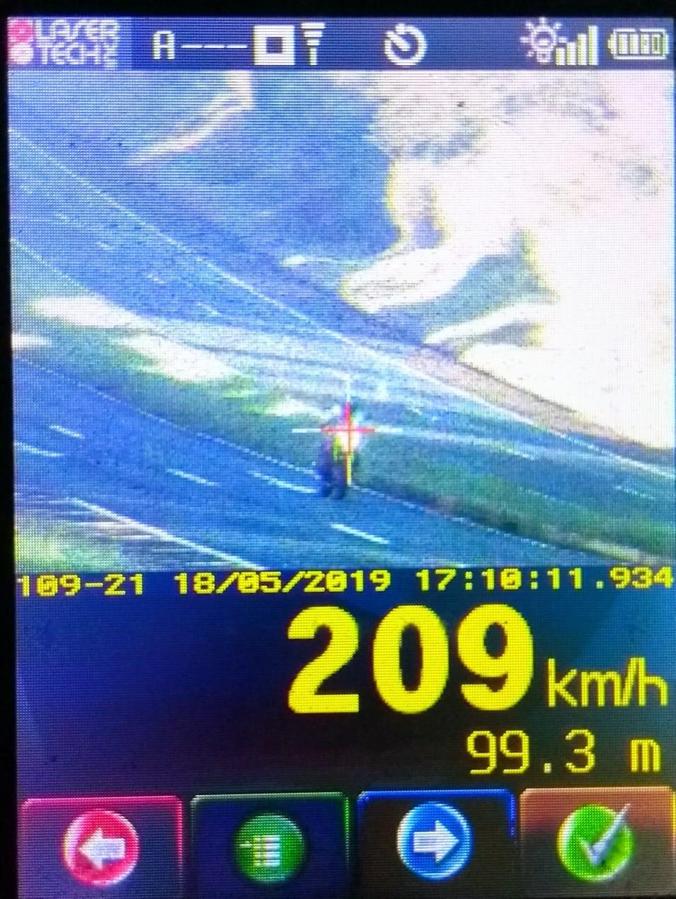 Motociclista flagrado na PR-317 a 209 km/h terá a CNH suspensa