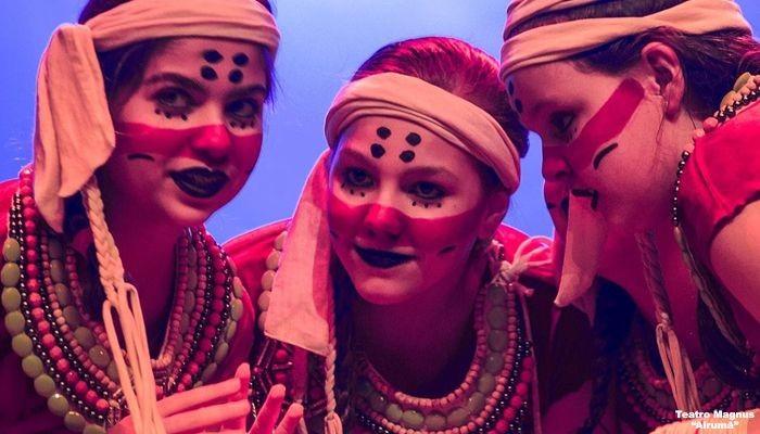 Escritora maringaense lança livro com peças teatrais musicais