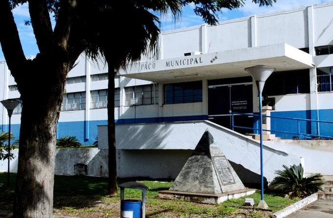Câmara aceita denúncia e afasta prefeito para investigação
