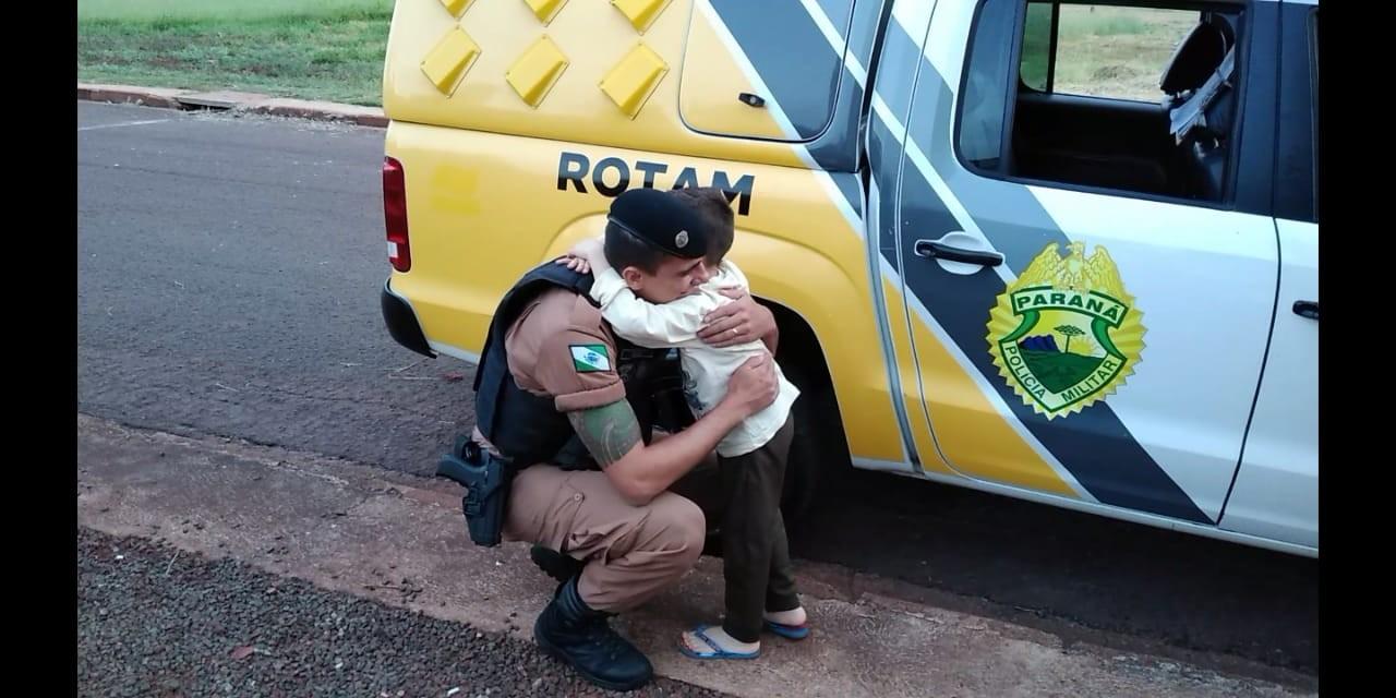 Policiais arrecadam dinheiro, alimentos e roupas para ajudar família