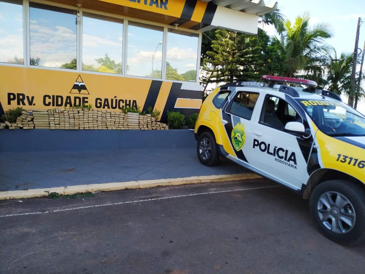 PRE encontra carro abandonado com 280 Kg de maconha
