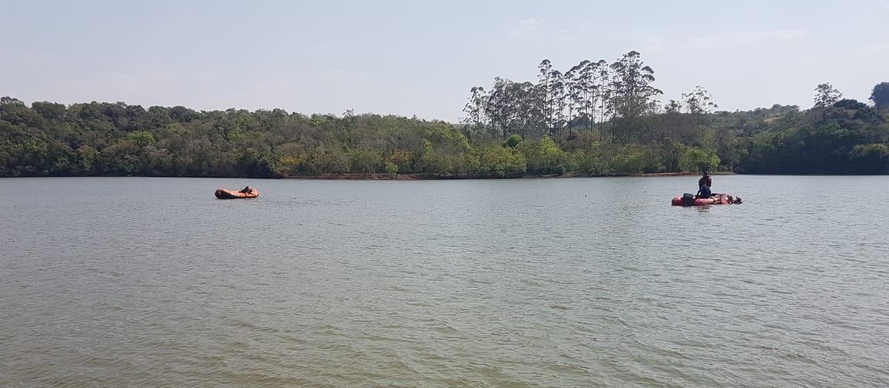 Bombeiros encontram os corpos de meninos que se afogaram