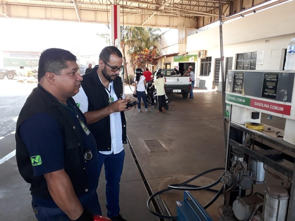 Ipem reprova 900 bombas de combustíveis e gera 120 multas por irregularidades