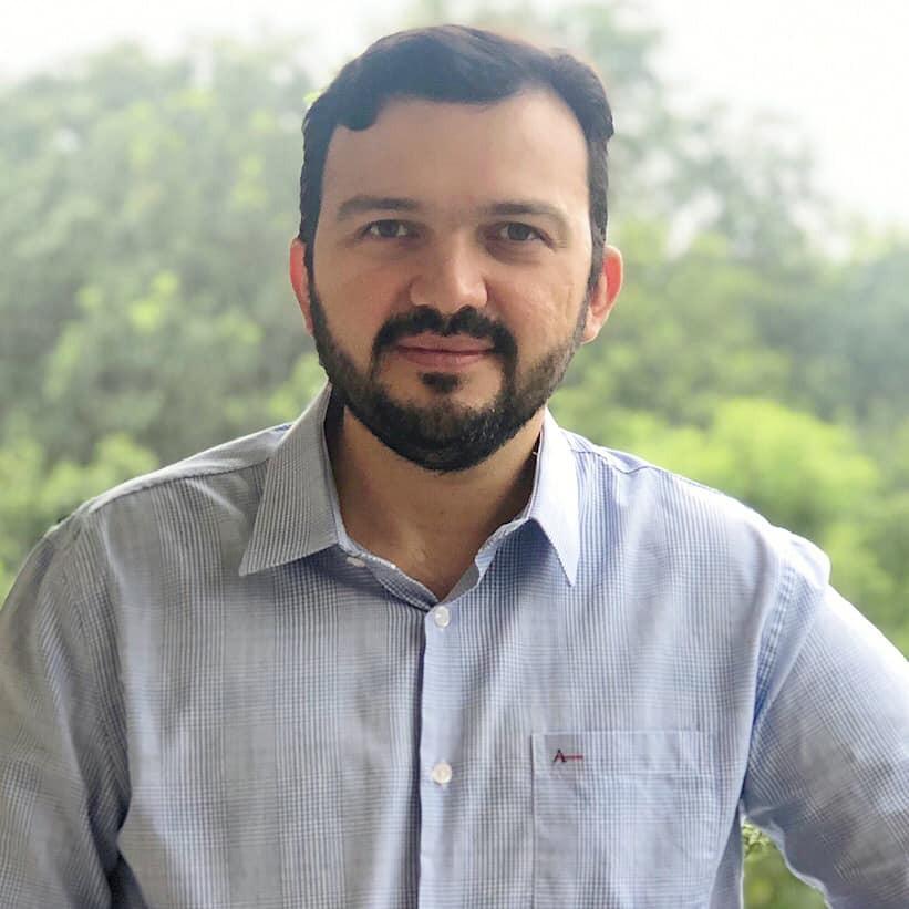 """José Almeida Júnior lança o livro """"O homem que odiava Machado de Assis"""" em Maringá"""