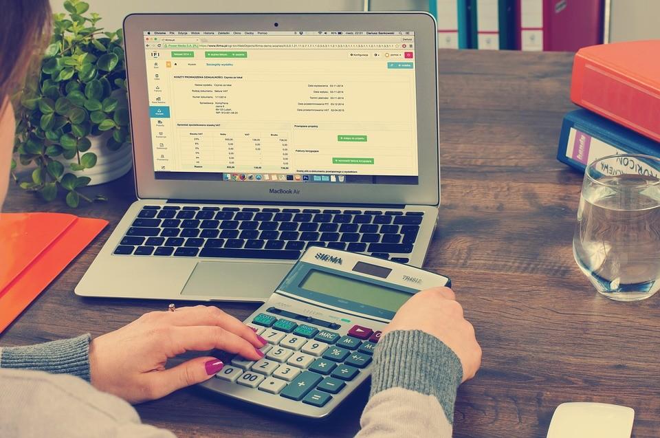 Contas de final e começo de ano comprometem o orçamento das famílias