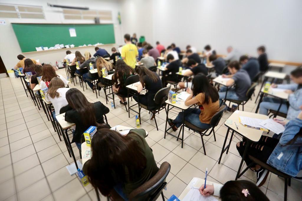 Quatro alunos são expulsos de centro universitário em Maringá