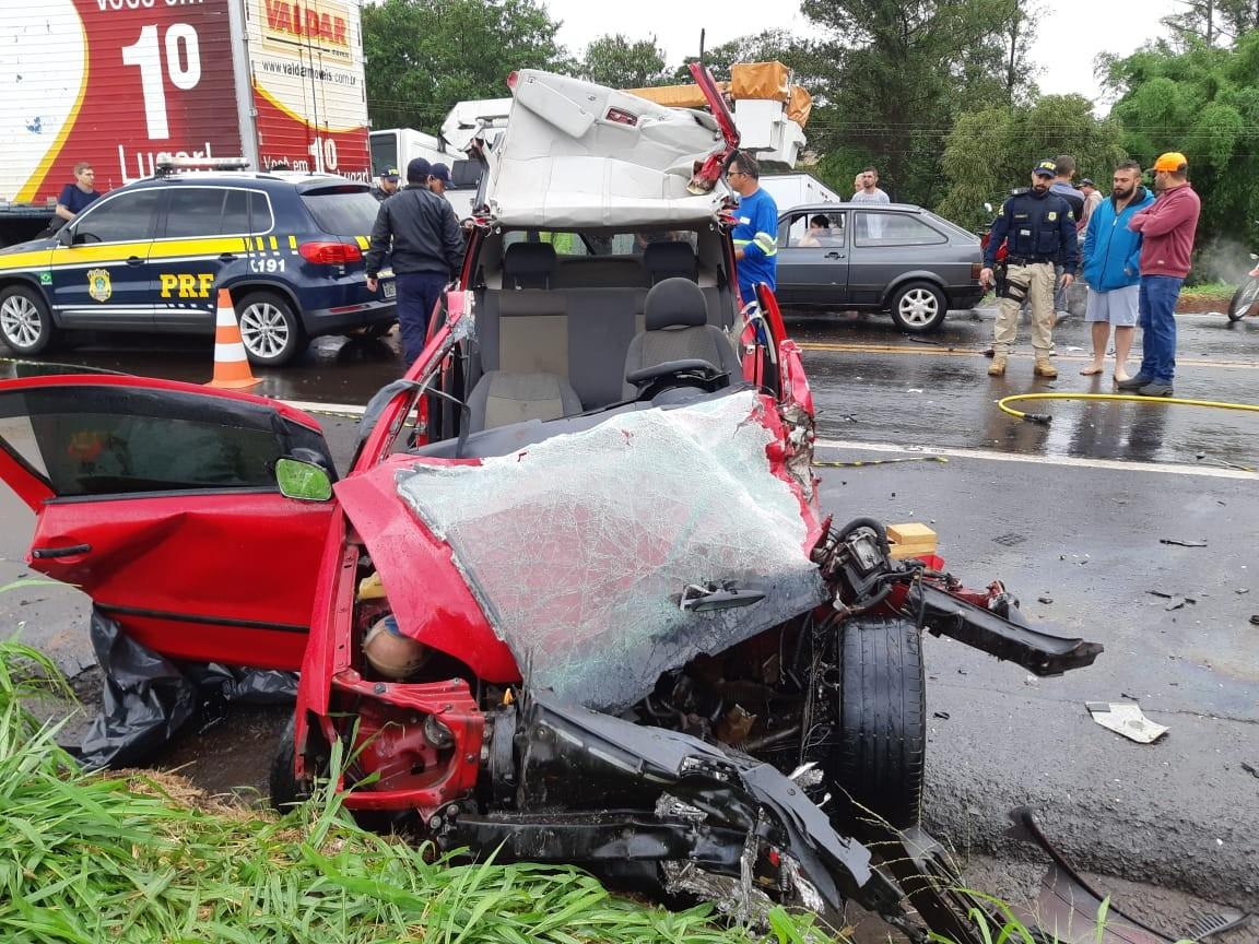 Homem morre em acidente na  BR-376 após carro 'deslizar' na pista