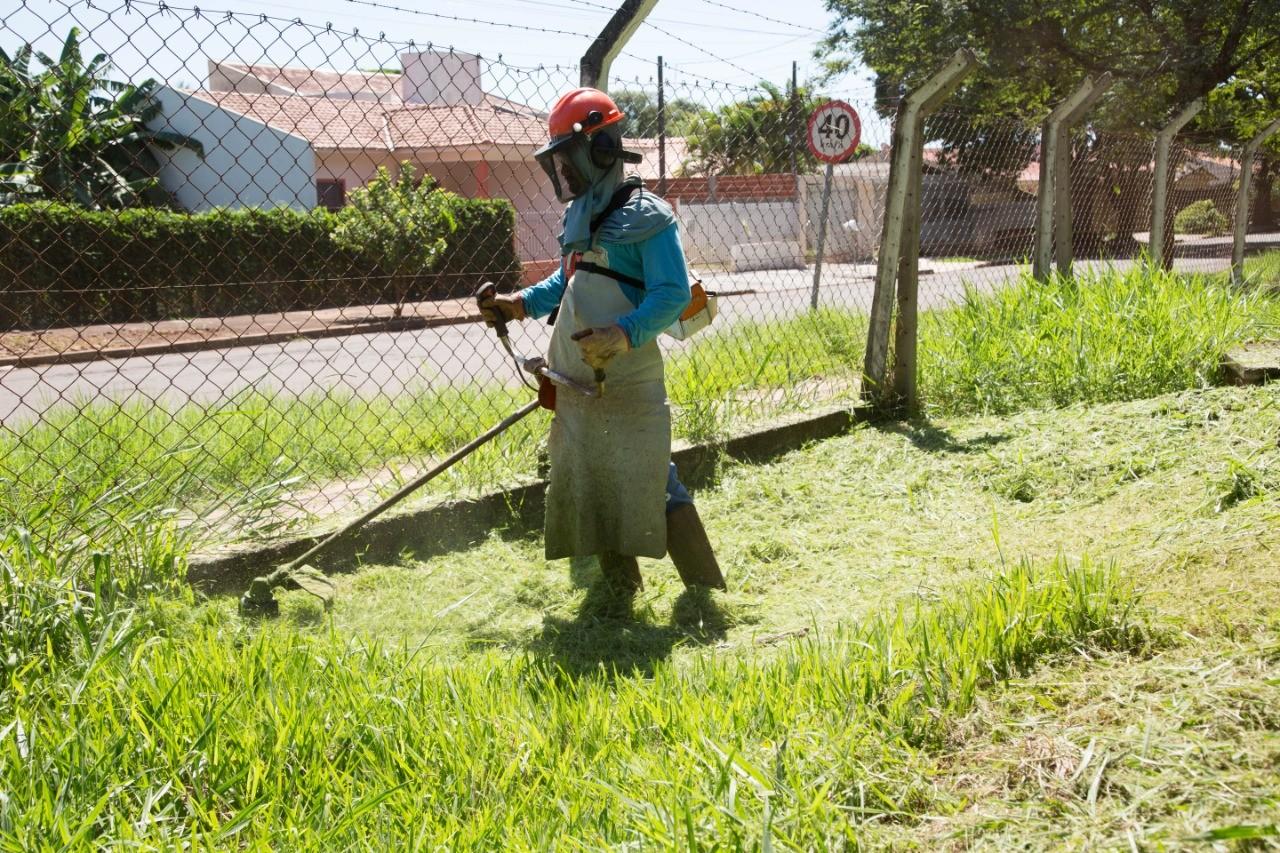 Limpeza pública de oito regiões de Maringá será terceirizada