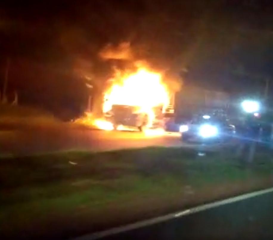 Caminhão pega fogo na PR-317