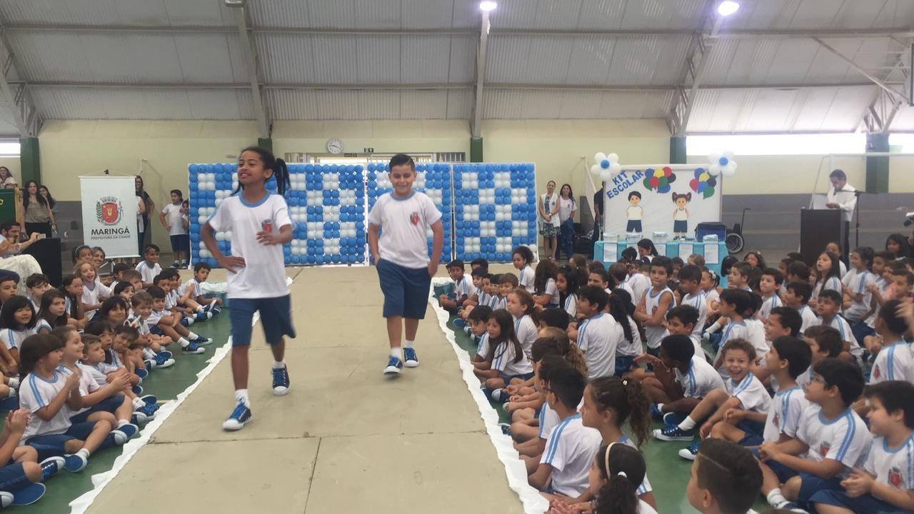 Material escolar começa a ser distribuído na rede municipal em Maringá