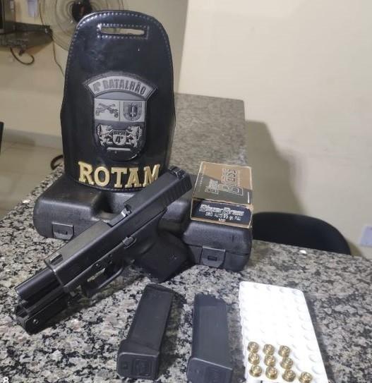 Após ameaçar ex namorada, jovem é preso com arma em Sarandi
