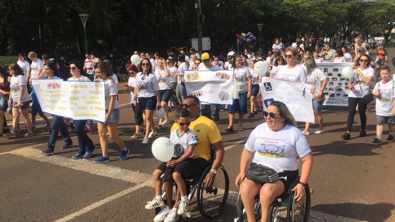 Caminhada encerra semana da pessoa com deficiência em Maringá