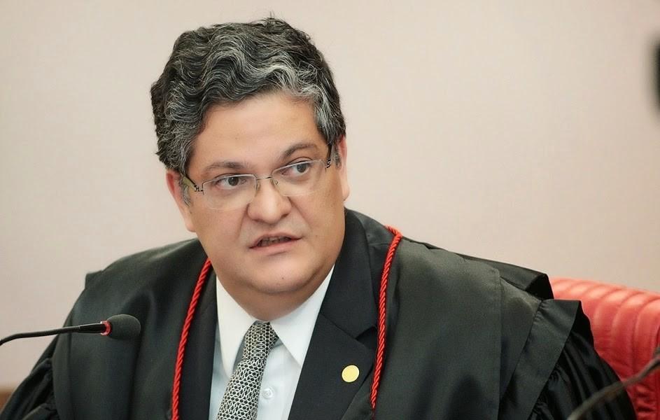 Urna eletrônica é segura e voto impresso dispensável, diz ex-ministro do TSE