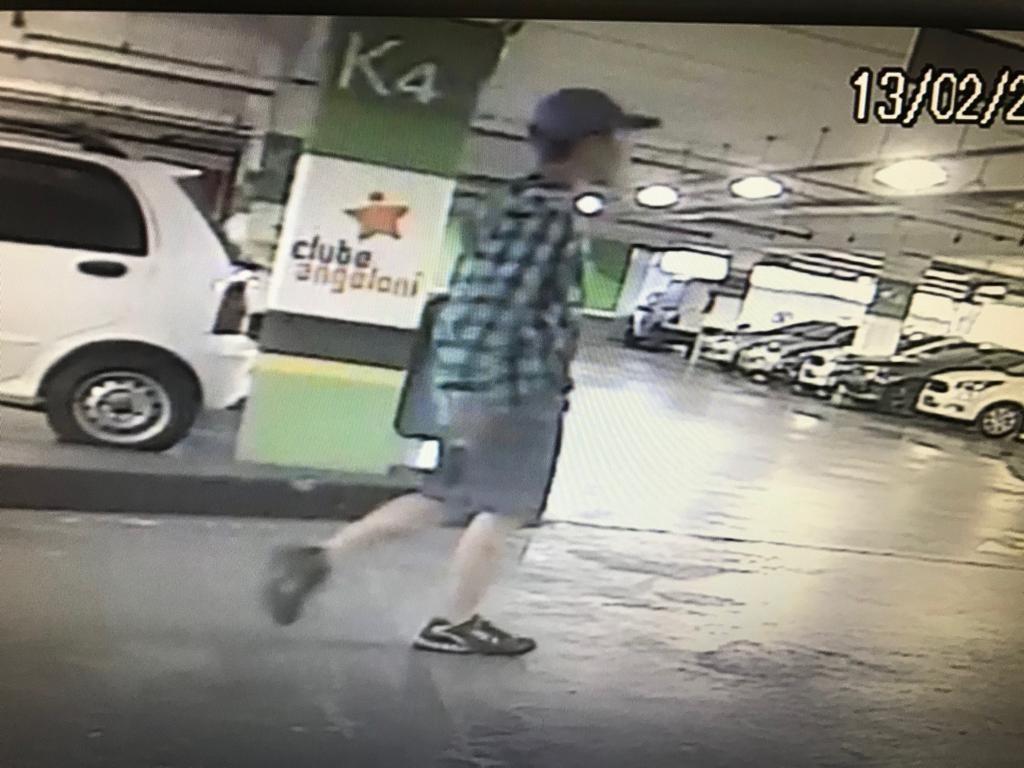 Polícia divulga imagens de rapaz que furtou moto dentro de mercado