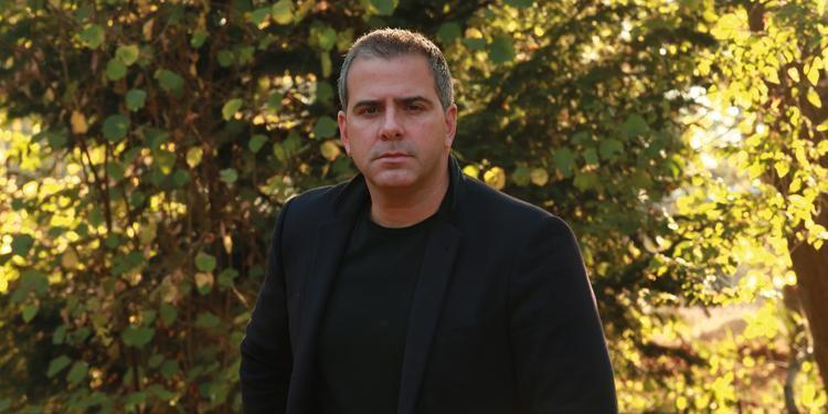 """""""Estou fazendo um passeio pela ficção"""", diz jornalista Rodrigo Alvarez"""