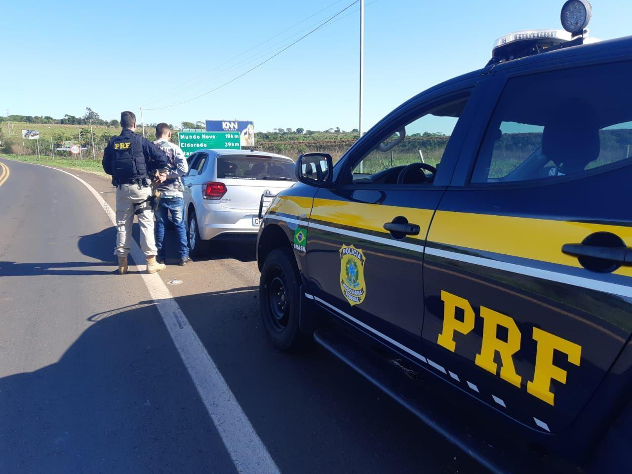 Jovem é preso dirigindo carro roubado, em Guaíra