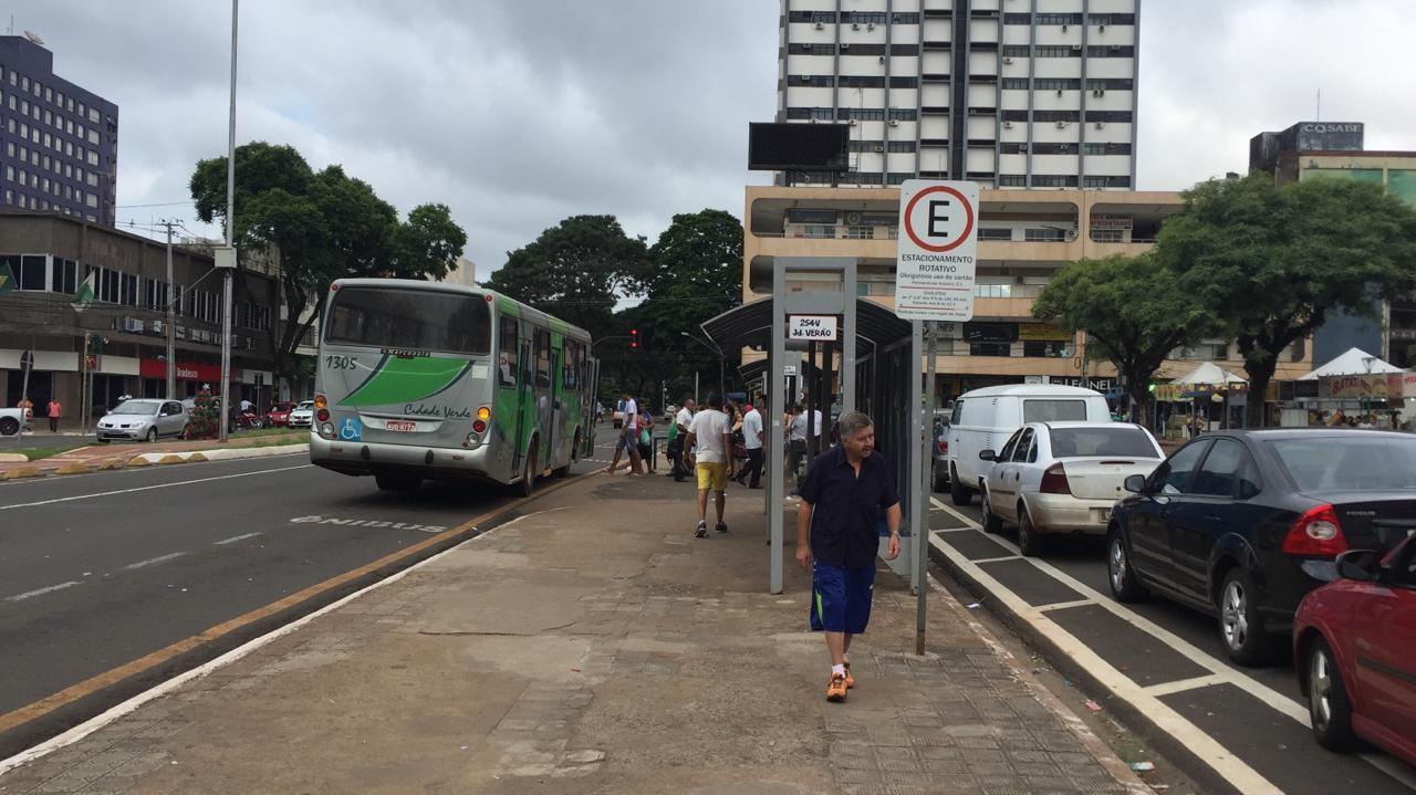Prefeitura vai fazer novo edital para compra de pontos de ônibus
