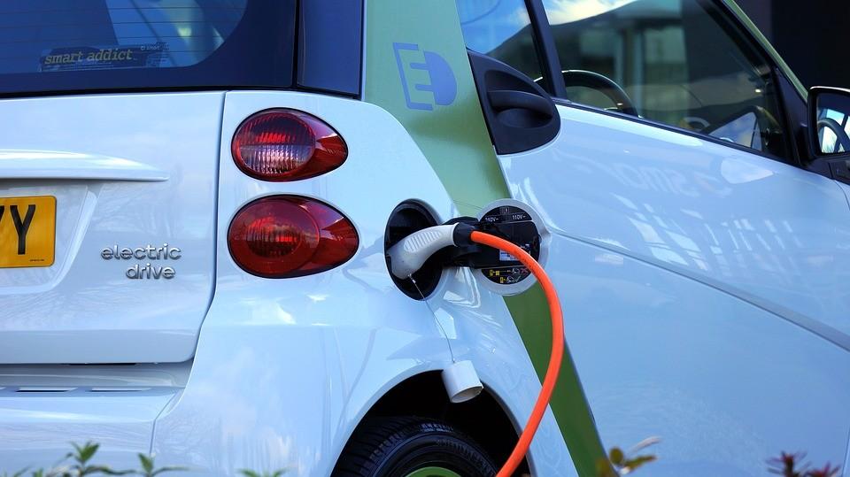 Carro elétrico mais barato deve custar mais de R$ 100 mil