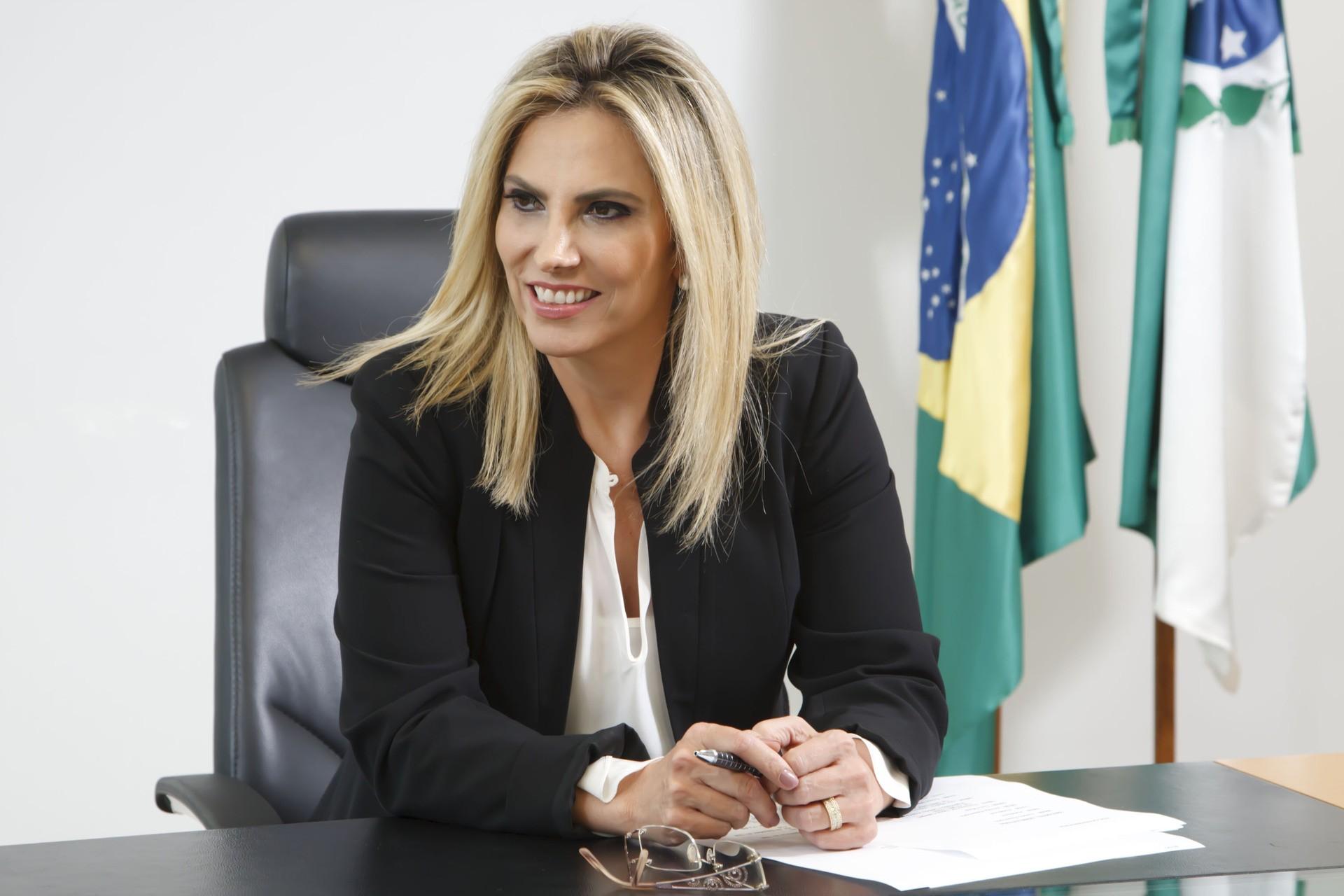 Cida Borghetti diz estar preparada para assumir governo se Richa sair candidato