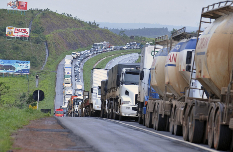 Gilson Aguiar: 'Brasil na carroceria de um caminhão'