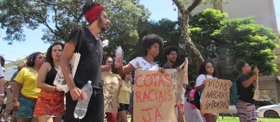 Movimento negro reúne cerca de três mil assinaturas pedindo cotas raciais na UEM