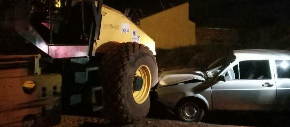 Colisão entre carro e trator deixa motorista ferido, em Sarandi