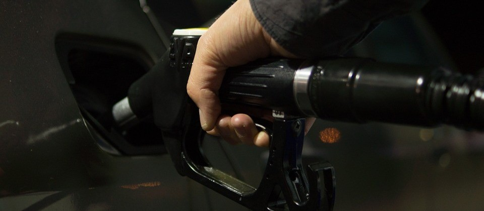 Petrobras reduz preços da gasolina em 9,5% e do diesel em 6,5% em meio à forte queda do petróleo