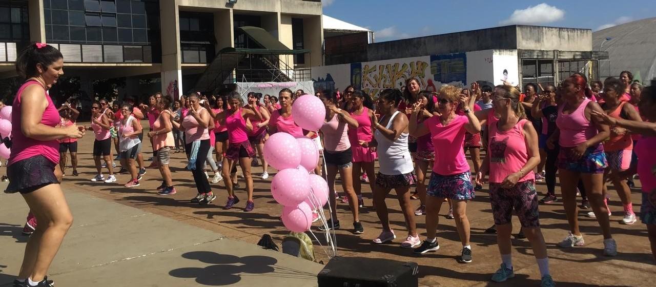Aulão de ginástica reúne alunas de centros esportivos de Maringá