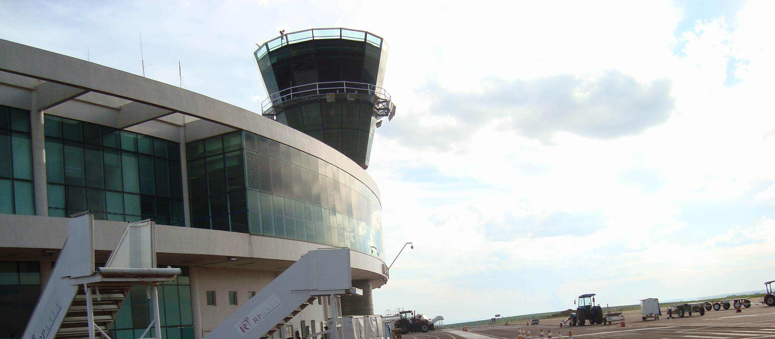 Licitação para contratar serviços de engenharia para aeroporto de Maringá é adiada