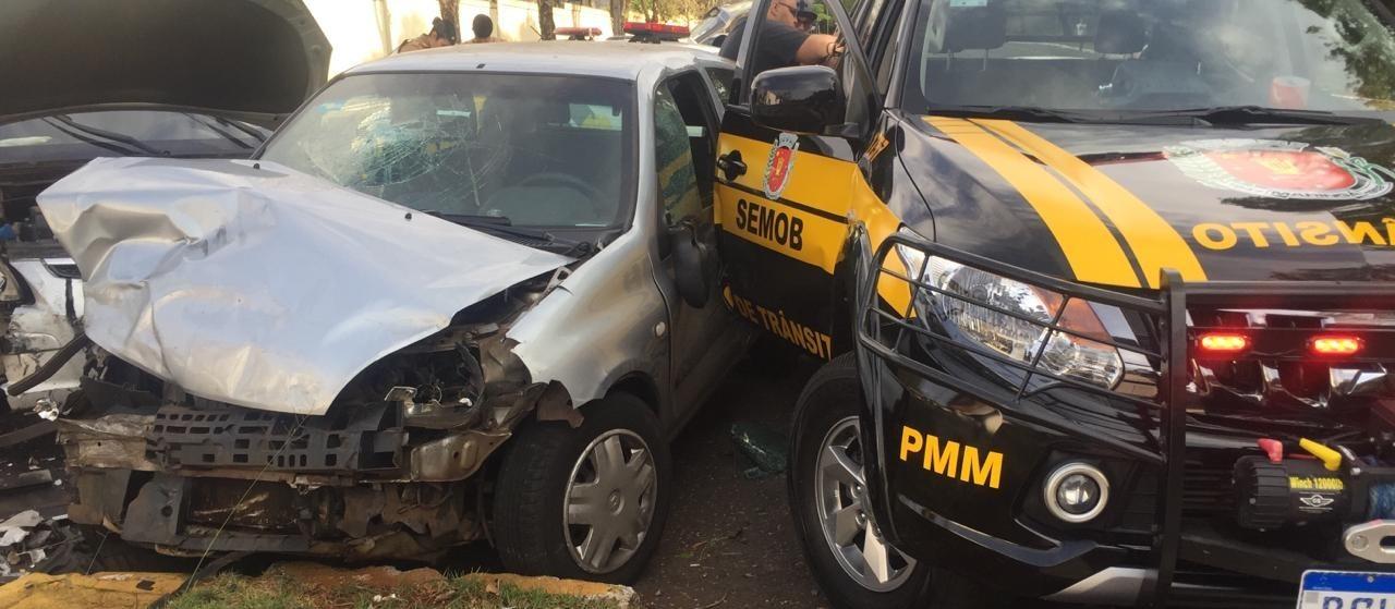 Dois agentes de trânsito são atropelados enquanto atendiam um acidente