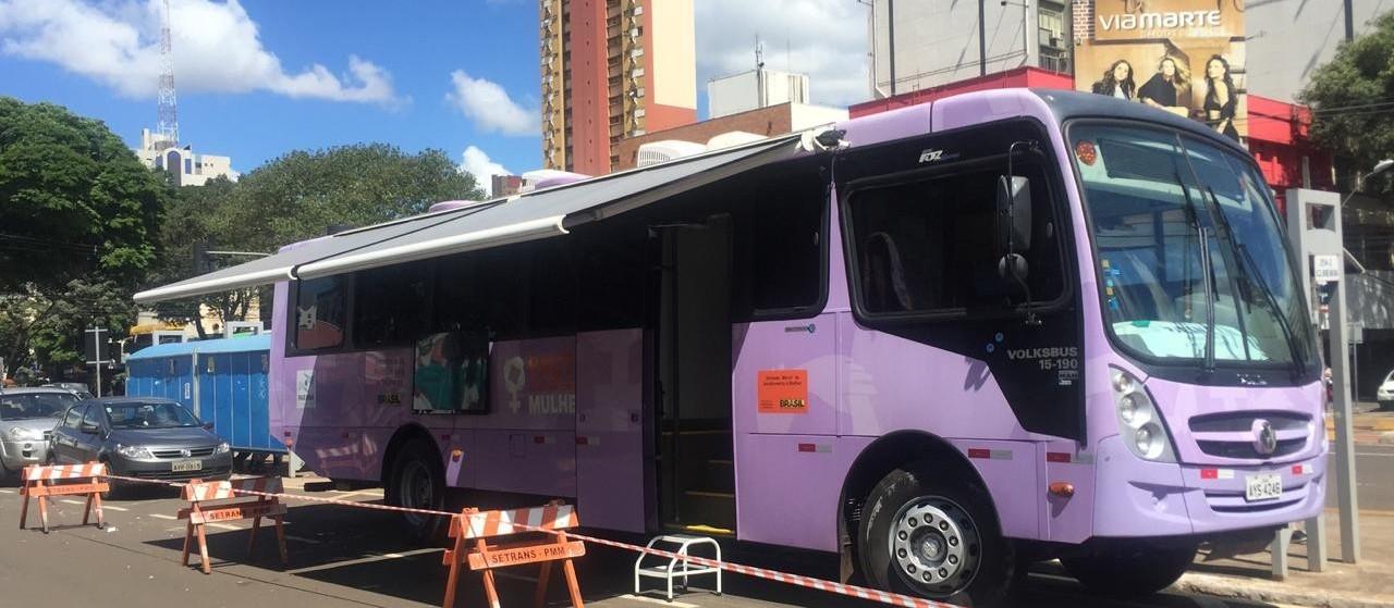 Ônibus lilás reforça a atenção às mulheres em situação de violência