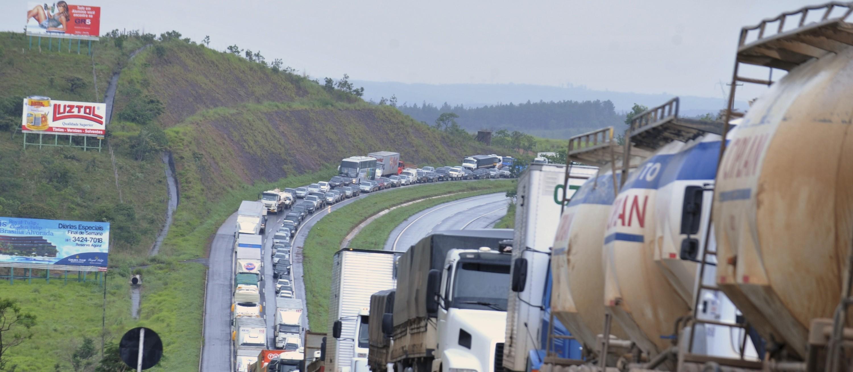 Notícias falsas de WhatsApp falam em nova greve de caminhoneiros e podem gerar pânico