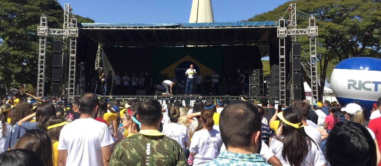 """""""Marcha para Jesus"""" mobiliza cristãos em Maringá"""