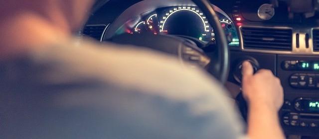 Motorista que dirigir sem máscara pode ser multado?