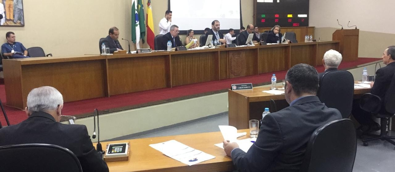 Vereadores aprovam projeto que cria 300 cargos de professor da rede municipal