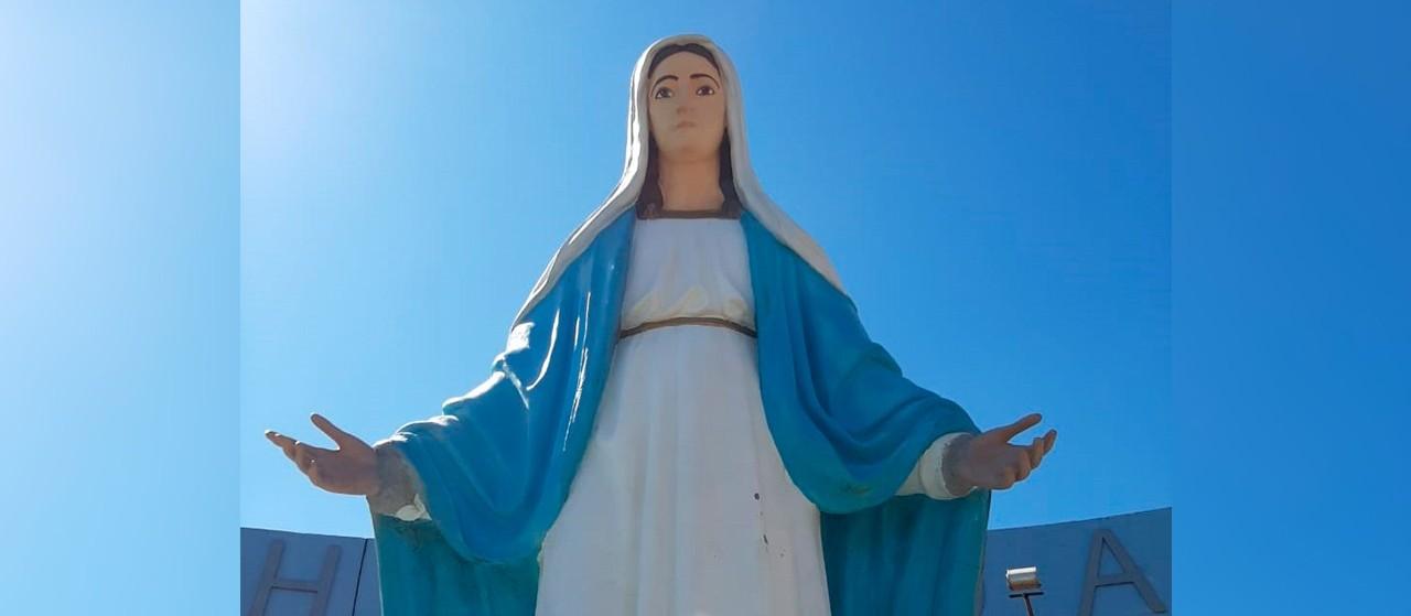 Imagem de santa que foi alvo de vandalismo ganha novas mãos
