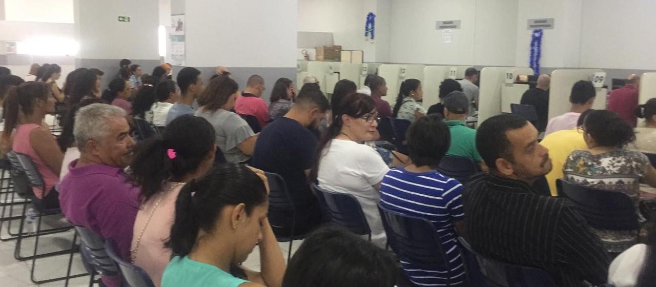 Agência do Trabalhador reabre com 375 vagas