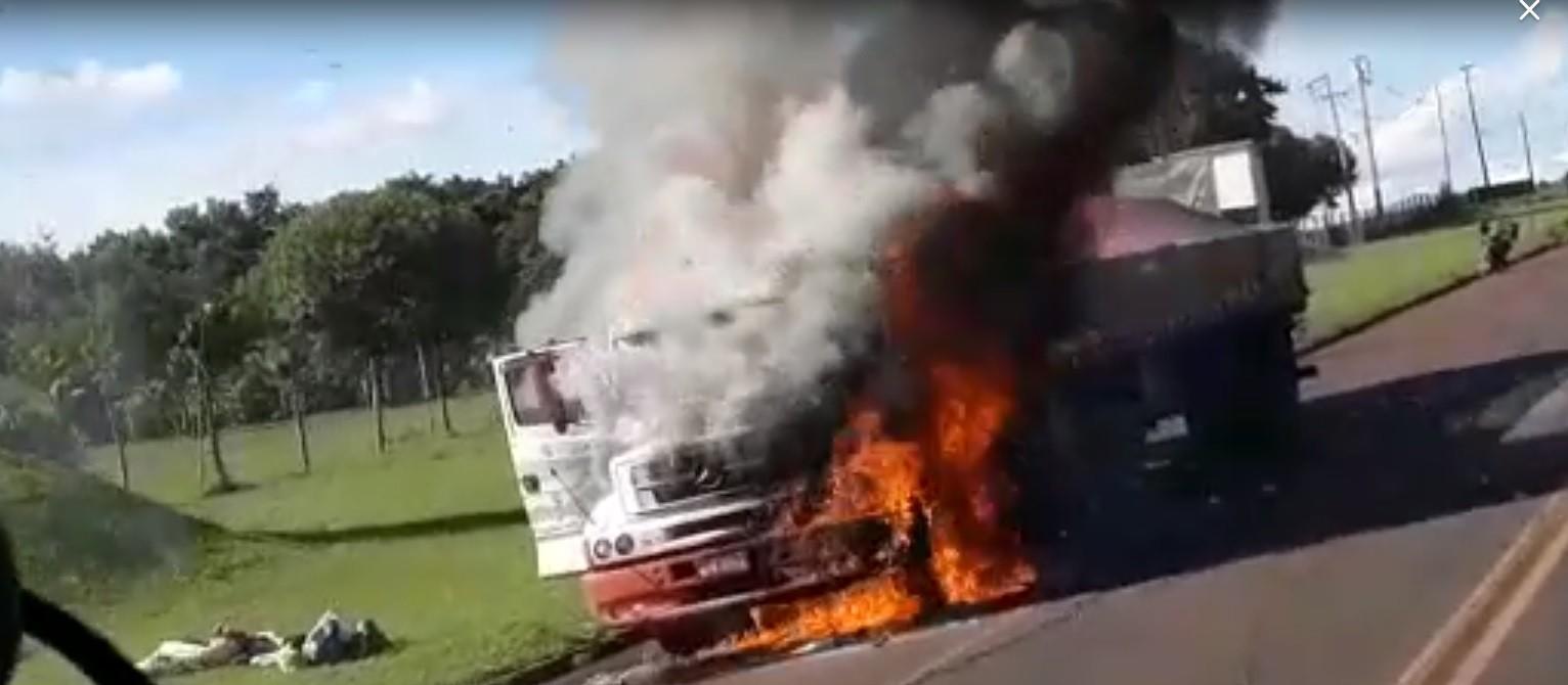 Ouvinte da CBN flagra incêndio em caminhão na PR-317