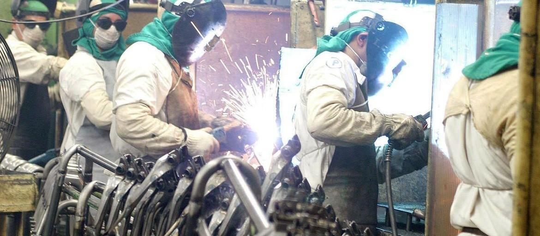 Produção industrial interrompe queda de dois meses seguidos