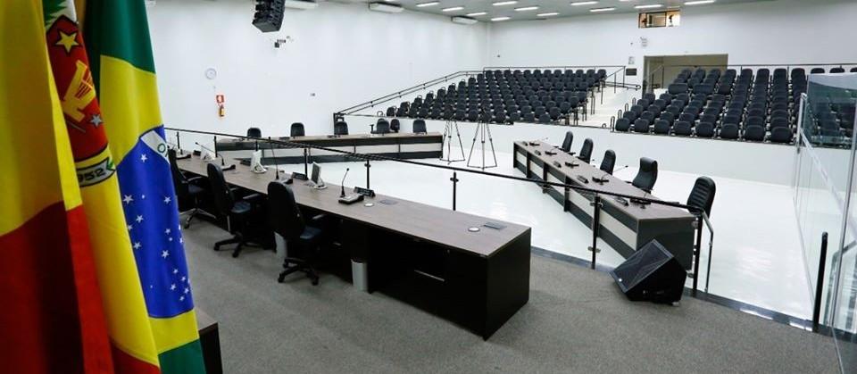 Sessões são suspensas para poupar vereadores que fazem parte de grupo de risco