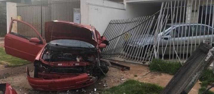 Dois motociclistas mortos e um motorista em estado grave