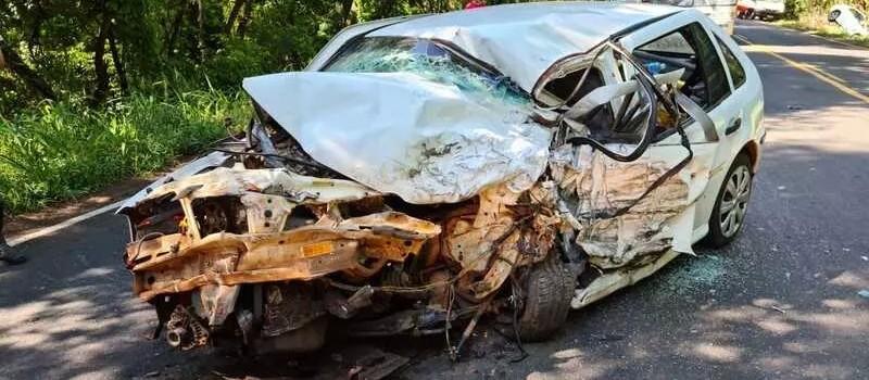 Um morre e três ficam feridos em acidente envolvendo três carros em Iguaraçu