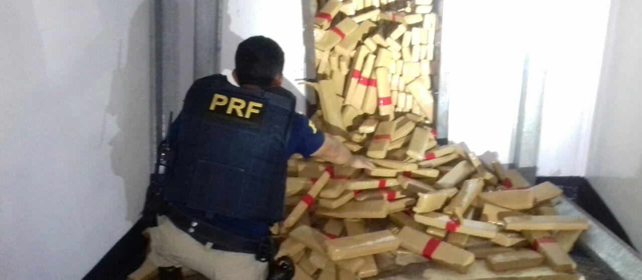 PRF apreende 2,4 toneladas de maconha em Guaíra