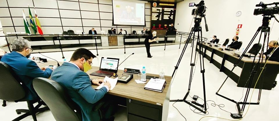 Fator grupo de risco motiva discussão entre vereadores em Maringá